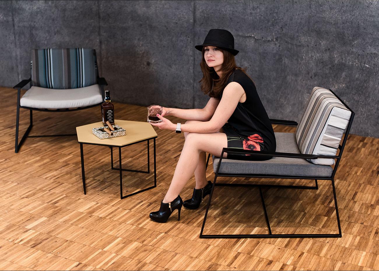 Dwa czarne fotele MARCONI z stolikiem