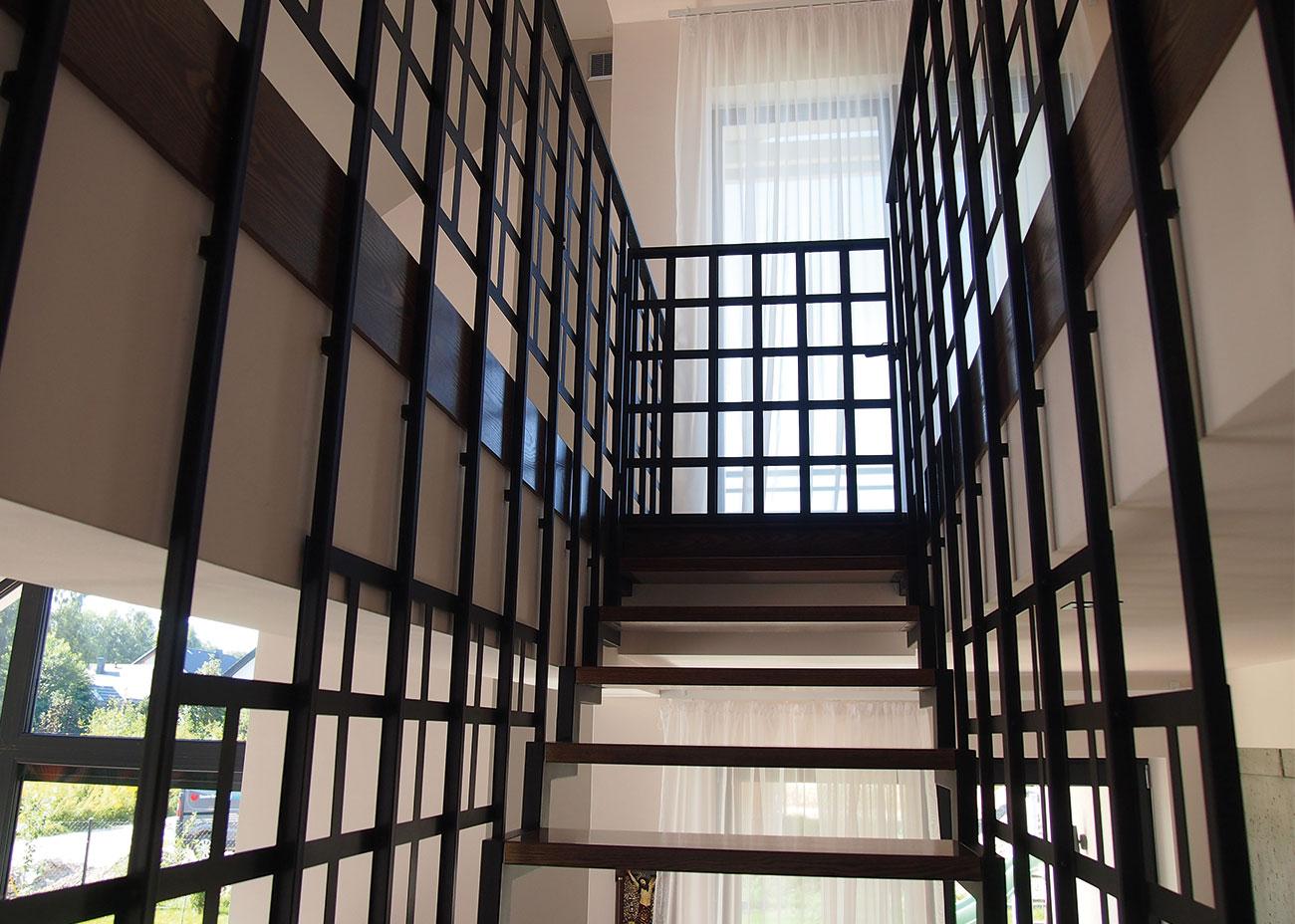 Drewniane stopnie schodów